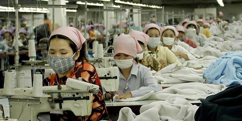2. На швейной фабрике в Камбодже 73 сотрудницы были госпитализированы с одинаковыми симптомами азия, заводы, индия, китай, масштабы, производство, фабрики китая, фото