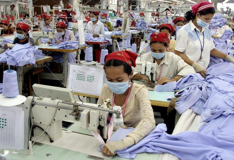 4. Не всегда условия работы являются приемлемыми, многим приходится работать с вредными элементами азия, заводы, индия, китай, масштабы, производство, фабрики китая, фото