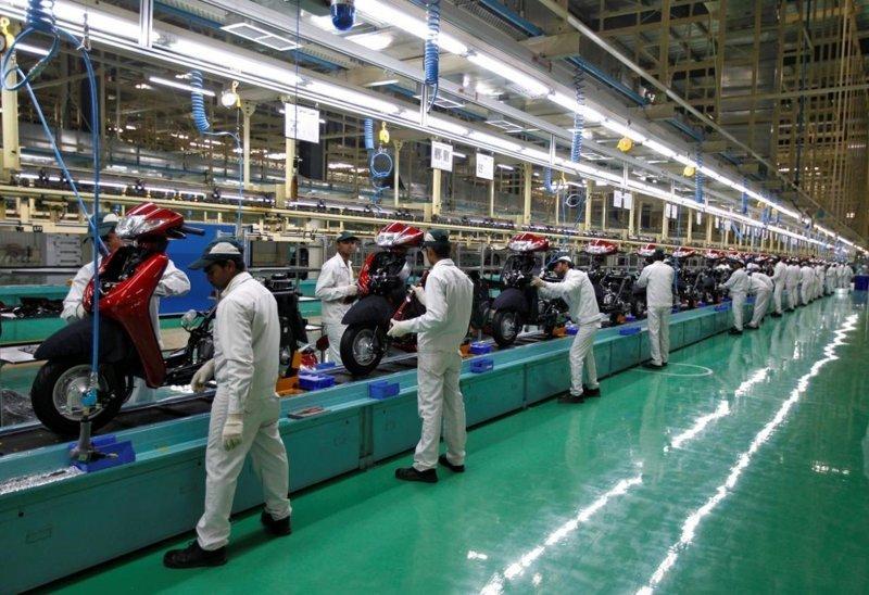 15. Индийские рабочие на фабрике по производству байков азия, заводы, индия, китай, масштабы, производство, фабрики китая, фото