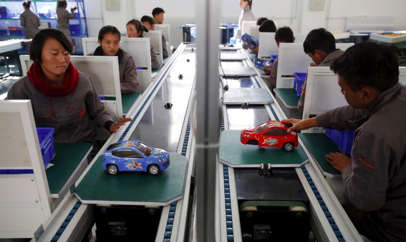 13. Студенты трудятся в Китае азия, заводы, индия, китай, масштабы, производство, фабрики китая, фото