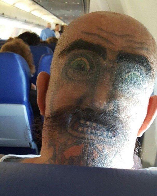 Как вам такой сосед в самолете? нелепо, подборка, рисунки на теле, тату, татуировки, татуировщик, фейл, фото