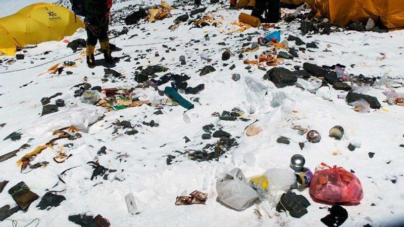 Американский инженер Гэрри Портер предлагает установить биогазовую установку неподалеку от основного лагеря, которая превращала бы отходы альпинистов в полезное удобрение альпинист, вершина, гималаи, загрязнение, мир, мусор, свалка, эверест