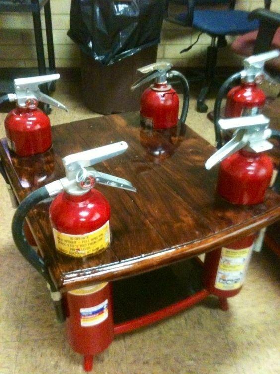 12. Мебель из винтажных огнетушителей тоже получается интересная авто, идеи использования, огнетушитель, своими руками, фото