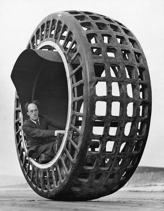 «Dynasphere» - это одноколесный автомобиль, который Джон Арчибальд Пурвес из Великобритании запатентовал в 1930 году изобретения, интересное, коньки, прадедушка, ролики, сигвей, старые фото