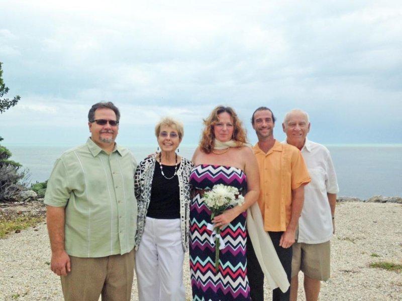 Картинки по запросу она вышла замуж за брата впервые встретив его в 35 лет