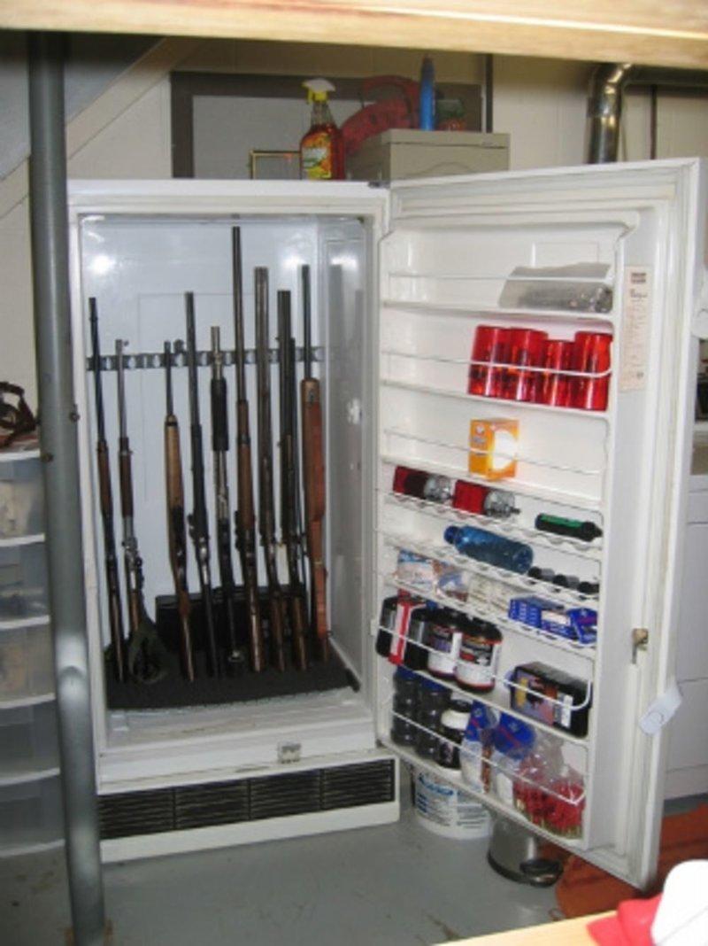 Холодильник интересное, оружейные столы, оружие, тайники