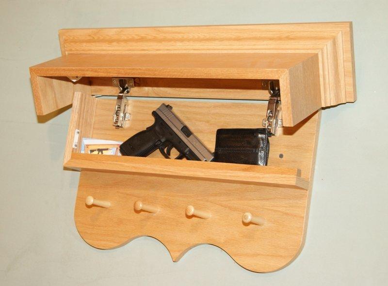 Полки и картины интересное, оружейные столы, оружие, тайники