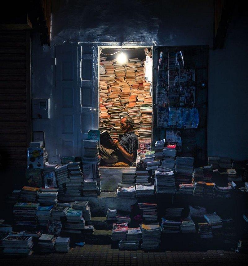 Финалист. «Чтец». Автор фото: Лео Пьер LensCulture, в мире, конкурс, люди, уличное фото, фото