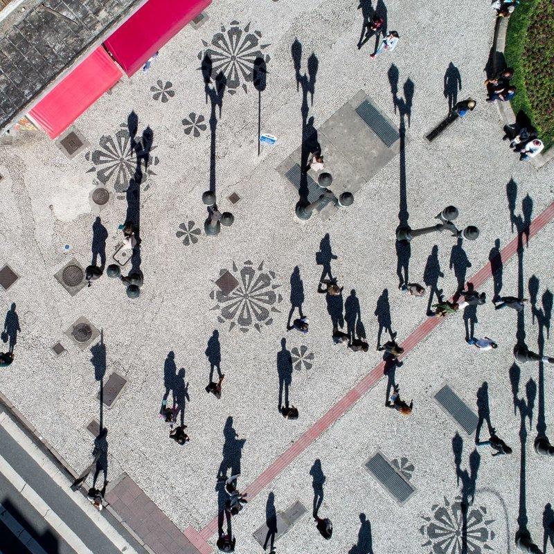 Выбор жюри. Кальсадау, Куритиба, Бразилия. Автор фото: Гильерме Пупо LensCulture, в мире, конкурс, люди, уличное фото, фото