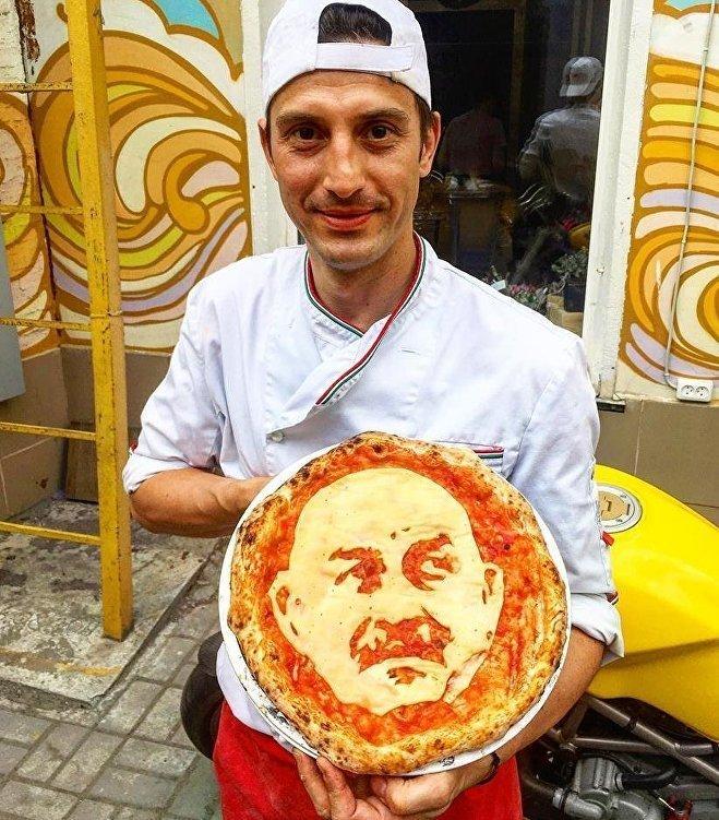 В Санкт-Петербурге сделали пиццу с портретом Черчесова Стас ты космос, Черчесов, ленинград, мундиаль, спорт, усынадежды, чм-2018