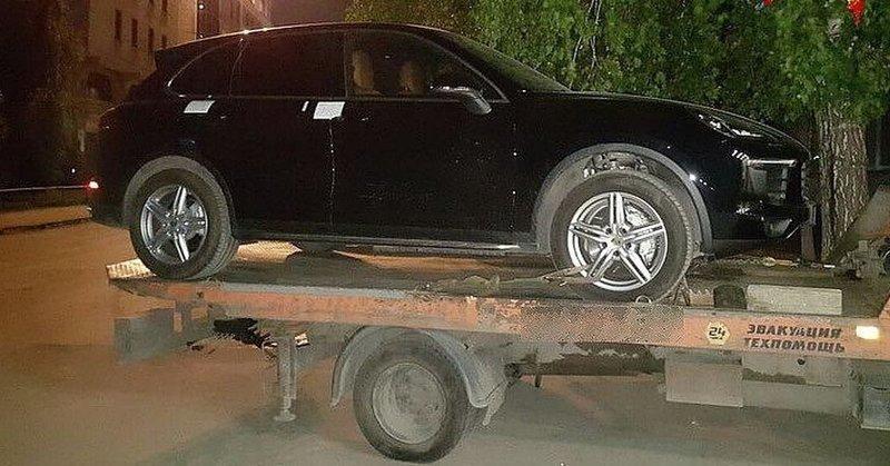 У новосибирского чиновника изъяли коллекцию оружия и машин ynews, взятки, власть, имущество чиновников, новости, чиновники
