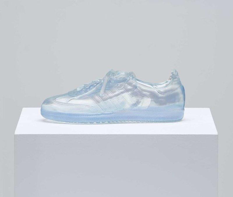 Для геев создали специальные кроссовки ynews, адидас, геи, интересное, лгбт, обувь, фото