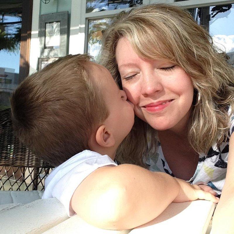 6-летний сын Венди Бэйли две недели очень ждал, когда им привезут новый холодильник в мире, добро, история, коробка, люди, урок