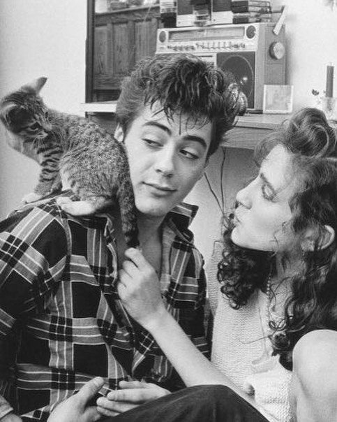 """17. Роберт Дауни - младший и Сара Джессика Паркер: """"У нас были очень консервативные отношения, учитывая тот факт, что она была нормальной, а я абсолютно чокнутым. Но я делал все что мог"""" Instagram, звезды, знаменитости, знаменитости в молодости, известные, редкие фото, селебрити, старые фото"""