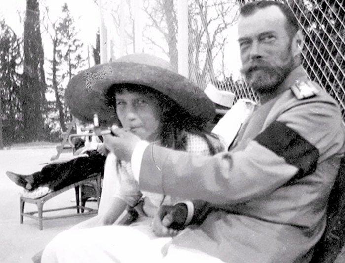 2. Царь Николай Второй дает покурить свой дочери Анастасии война, история, память