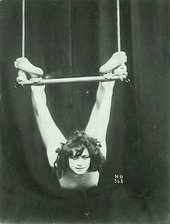 Воздушная гимнастка. Весь Мир в объективе, ретро, фотографии