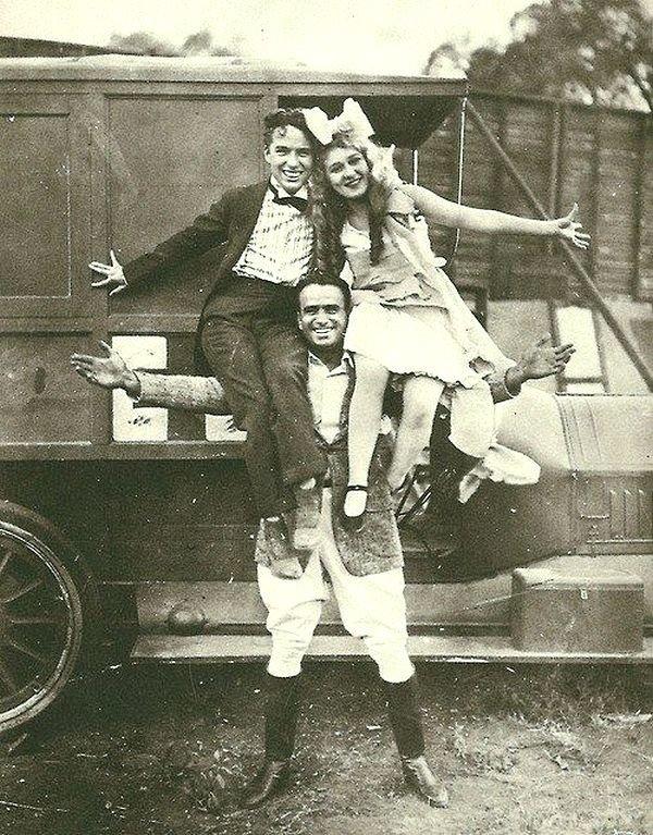 Чарли Чаплин, Дуглас Фэрбенкс и Мэри Пикфорд. Весь Мир в объективе, ретро, фотографии