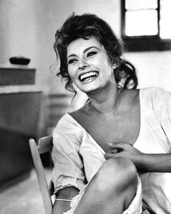 Эта фотография с обложки LIFE 11 августа 1961 года - «Уловки увлекательной женщины: Софи Лорен».  Фотограф Альфред Эйзенштадт - коллекция изображений LIFE Весь Мир в объективе, ретро, фотографии