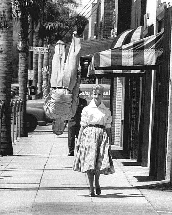 Главное ведь поразить девушку. LIFE. 1955 год. Весь Мир в объективе, ретро, фотографии