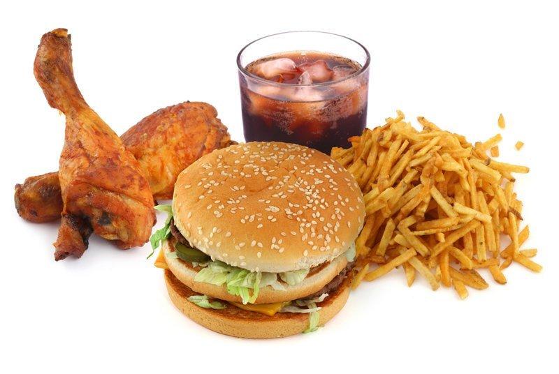 Слишком толстых детей заставят бегать и соблюдать диету ynews, вредная еда, детское ожирение, пробежка, сладости