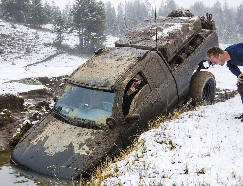 Хороший джип застрянет там, куда не каждый трактор доедет автомобили, бездорожье, джипы, застряли, приехал