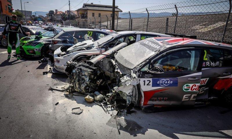 Куча-мала из машин: массовая авария на гонке WTCR в Португалии WTCR, аварии, автогонки, автоспорт, видео, гонка, гонки, массовая авария