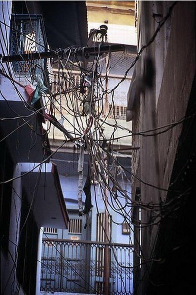 Тяжело в Индии электрикам funny foto, индия, интересно, смешно, юмор