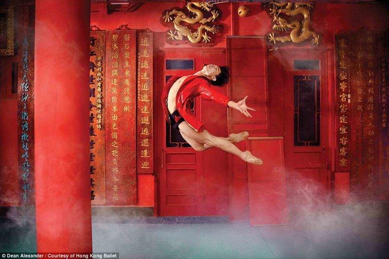 В храме Тхиньхау балет, гонконг, красиво, реклама, рекламные плакаты, танцоры, танцы, фото