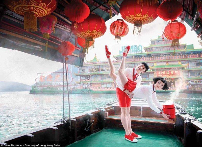 """Балетный сезон труппы стартует 17 августа с премьеры """"Алиса в стране чудес"""" балет, гонконг, красиво, реклама, рекламные плакаты, танцоры, танцы, фото"""