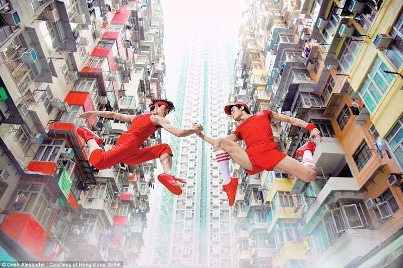 Вне гравитации: танцоры на фоне небоскребов в районе Куорри-Бэй балет, гонконг, красиво, реклама, рекламные плакаты, танцоры, танцы, фото