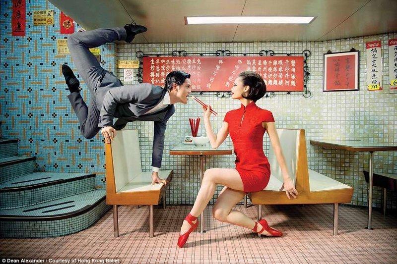 Еще одно известное местечко - Mido cafe балет, гонконг, красиво, реклама, рекламные плакаты, танцоры, танцы, фото