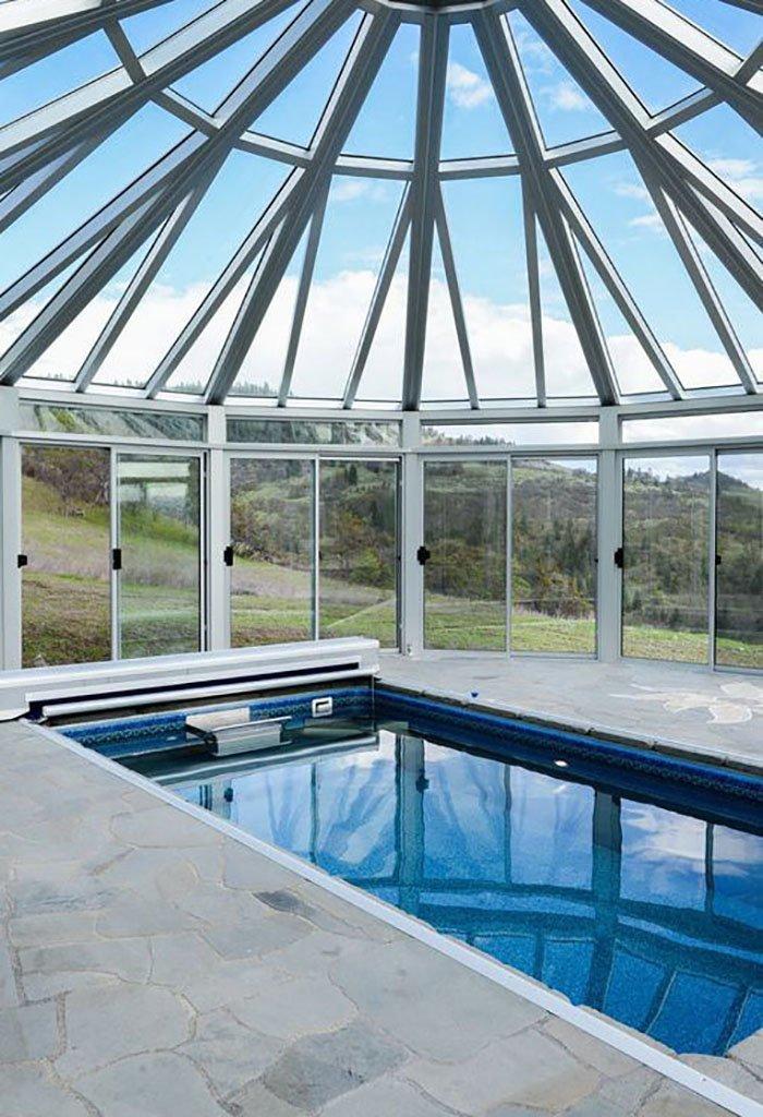 Геотермальная энергия нагревает бассейн, размещенный в отдельном здании oregon, властелин колец, дизайн, дом, мир, толкин, фото