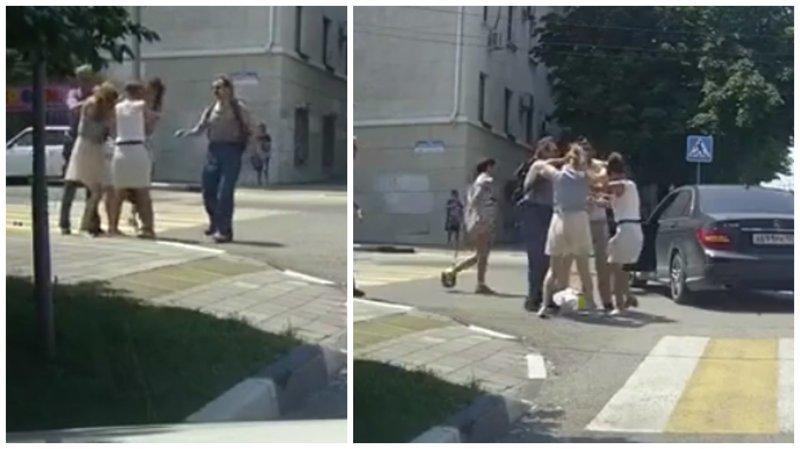 Дорожные войны: три девушки устроили драку на дороге ynews, авто, видео, девушки, драка, интересное, фото