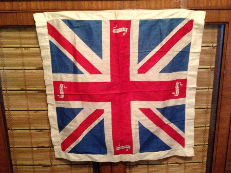 Российские фанаты ищут флаг пожилого британца ynews, болельщики, великобритания, видео, интересное, помощь, флаг, чемпионат Европы 2016