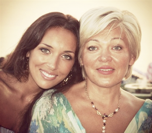 6. Алсу с мамой Разией Исхаковной звезды, знаменитости, мамы, раритет, редкий кадр, список