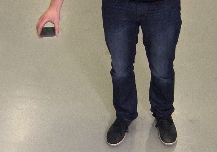 Френзель проверил действие девайса на своем собственном телефоне (по крайней мере, в этом он заверяет потенциальных инвесторов) айфон, изобретение, подушка безопасности, студент, телефон