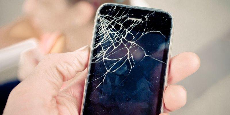 Итак, если вам не повезло, именно так будет выглядеть ваш смартфон после стремительного падения на пол айфон, изобретение, подушка безопасности, студент, телефон