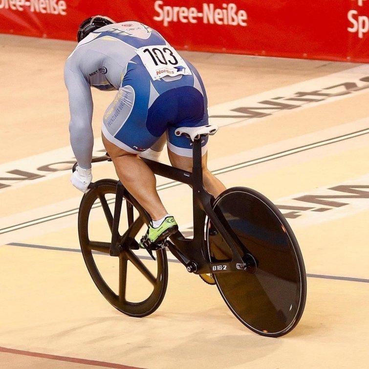 Трековый велоспорт выглядит примерно так Роберт Фёрстеманн, велосипедист, ноги, спорт, тело