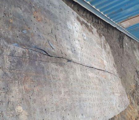 На Сахалине во время строительства нашли старинную японскую плиту в мире, находка, сахалин, стройка, японская плита