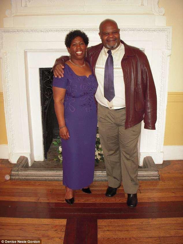 Когда студенты узнали о судьбе мистера Гордона, решили сделать доброе дело и помочь ему слетать на Ямайку к родным. Добрые дела, видео, добрые люди, неожиданно, подарок, поступки, трогательно, уважение