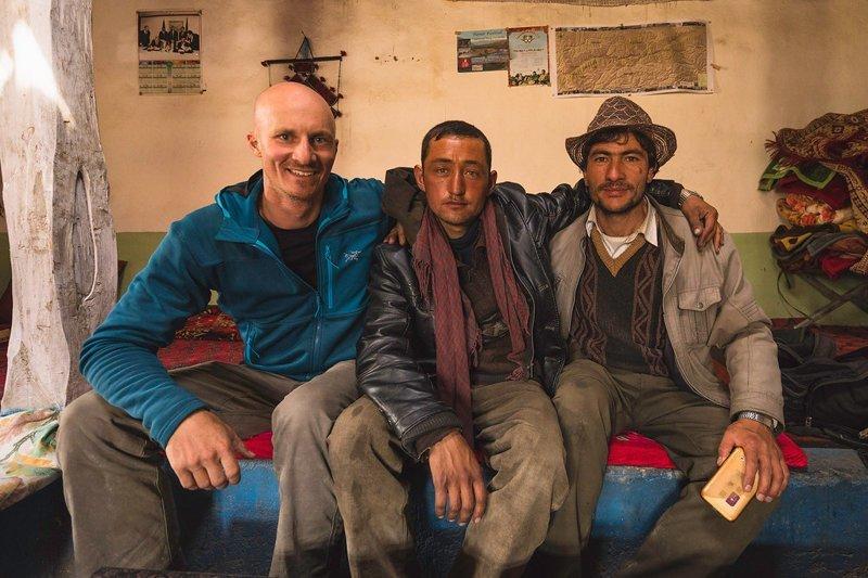 Мэттью Карстен с местными жителями Ваханский коридор, афганистан, вид, горы, природа, путешествие, фотомир