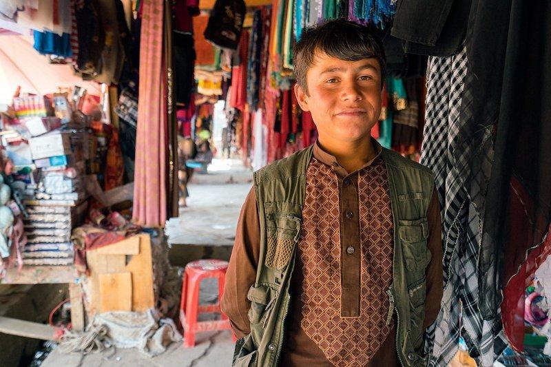 Дружелюбный продавец в Эшкашиме Ваханский коридор, афганистан, вид, горы, природа, путешествие, фотомир