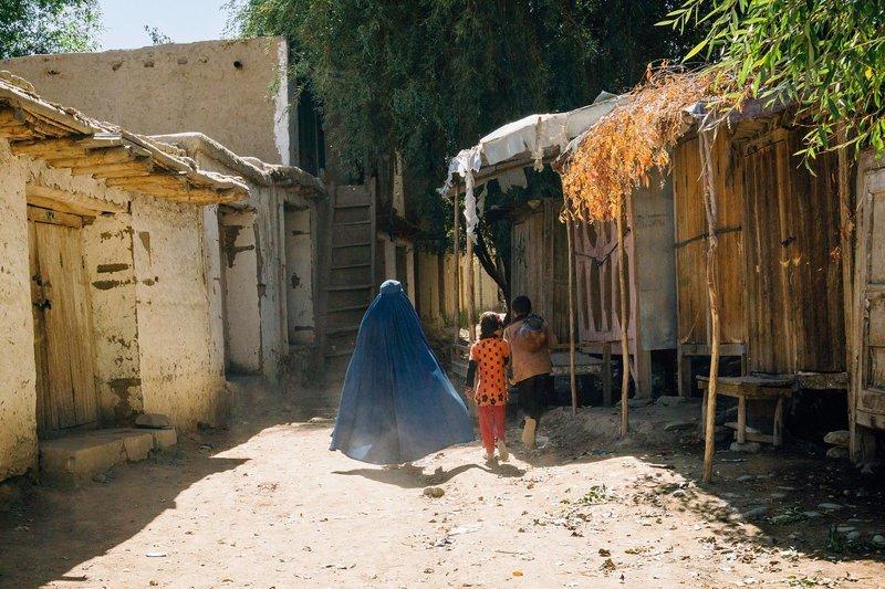 Женщина в голубой парандже  Ваханский коридор, афганистан, вид, горы, природа, путешествие, фотомир