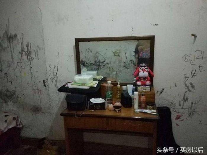 Серьёзно, кто-то рисовал углём на стенах, а потом вытирал о них же руки в другой части комнаты? история, комната, ремонт