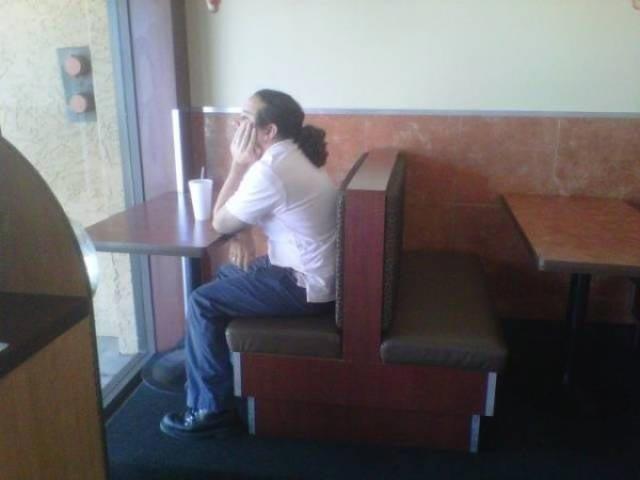 Специально место для одиноких люди, одинокие люди, одиночество, прикол, фото, хитрости, юмор