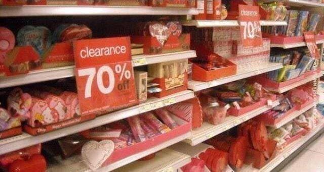 Зато 15 февраля - любимый день! Ведь шоколад весь по акции! люди, одинокие люди, одиночество, прикол, фото, хитрости, юмор