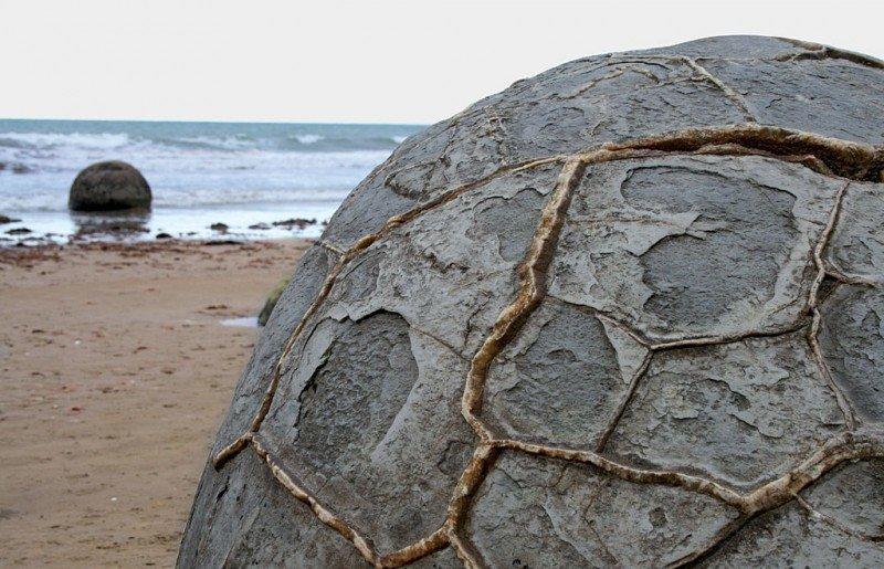 Тело конкреции может быть сложено разными минералами: известны, например, кремнистые, пиритовые, фосфоритовые конкреции. Широко распространены карбонатные конкреции бобовины, геология, земля, камни, конкреции, чудо