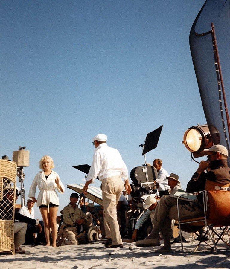 """Мэрилин Монро, Тони Кертис и Джек Леммон на съёмках """"В джазе только девушки"""". 1959 год история, кино, факты"""