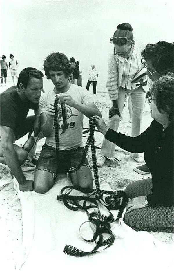 Стивен Спилберг на съемочной площадке «Челюсти», 1975. кинематограф, ностальгия, ретро