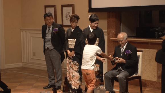 Японские молодожёны могут заказать на свадьбу очень необычную услугу, и из-за неё плакать будут все Молодожёны, в мире, воспоминания, люди, свадьба, услуга